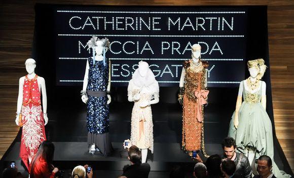 Z výstavy filmových kostýmů Catherine Martin a Prady k filmu Vetký Gatsby