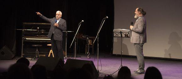 herec Petr Štěpánek, který hrál v pohádce Zlatovláska s hudbou Angela Michajlova a moderátor večera Petr Opava