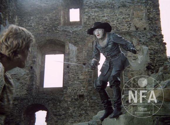 a samozřejmě čaroděj Mrakomor v ikonickém kostýmu Theodora Pištěka, copyright fota: Národní filmový archiv