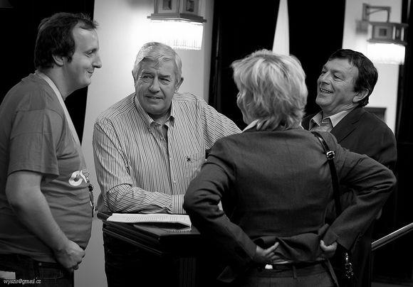 Foto z natáčení 2.11.2013, zleva Ondra Slanina, Zdeněk Maryška, Miluiše Šplechtová, Pavel Trávníček