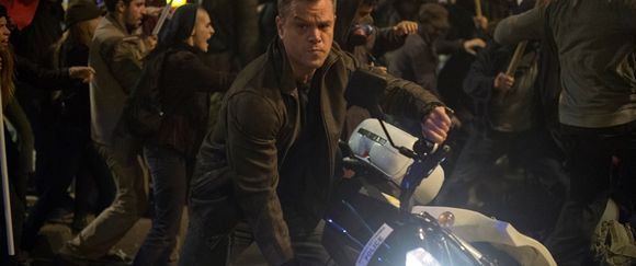 Jason Bourne to na motorce vždycky uměl