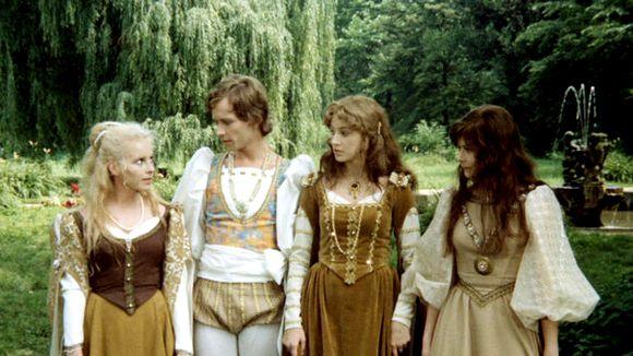 Princ Velen v obklopení svých sester princezen