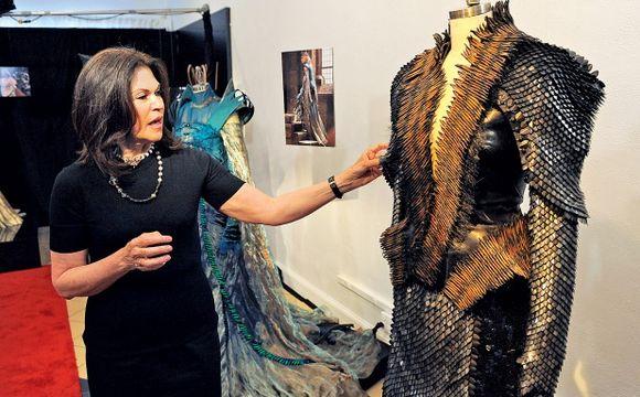 Coleen Atwood u kostýmů z filmu Sněhurka a lovec