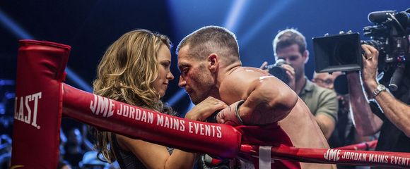 (L-R) AMY MCADAMS and JAKE GYLLENHAAL star in SOUTHPAW