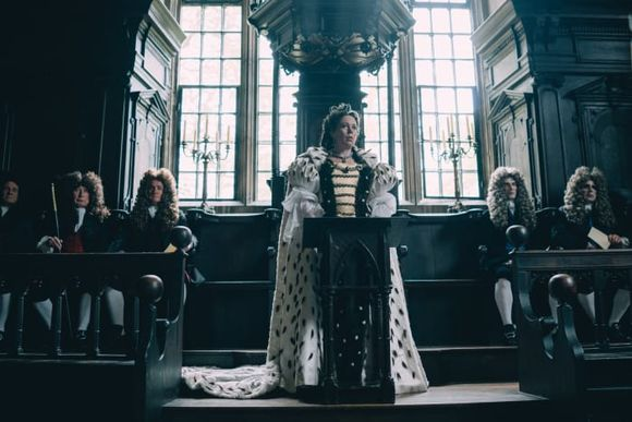 the-favourite-olivia-colman-queen-anne-court